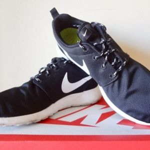 EUC: Nike Roshe One (7.0)